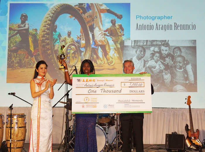 """SolarMax CFO, Scott Brown awards Antonio Aragon Renuncio 3rd place in the """"SolarMax Beautiful Moment"""" Photography and Essay Contest"""