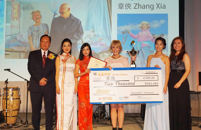 "SolarMax VP of Marketing Sandee Messel awards Xia Zhang 2nd place in the ""SolarMax Beautiful Moment"" Photography and Essay Contest"